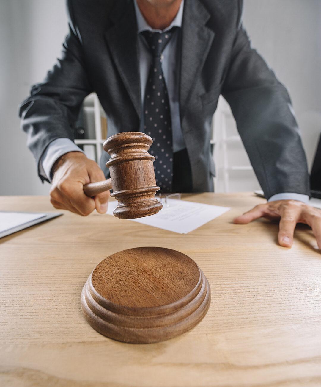 1080 judge-desk
